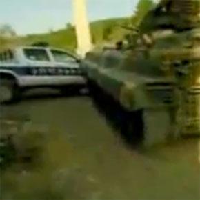 ВИДЕО: Русские БМП раздавили грузинские полицейские машины