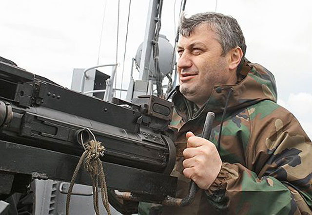 kokoyty_14_Eduard_Dzhabeevich_2008_machine_gun_on_ship_Abkhazia_Kommersant