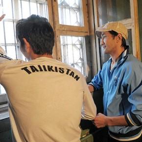 Родные таджикские мигранты — Паспортные трудности мигрантов из Средней Азии носят временный характер